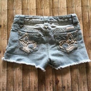 Seven7 distressed crochet pocket jean shorts sz 8